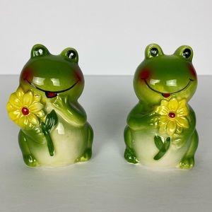 Green Frogs Yellow Flowers Daisies Salt & Pepper